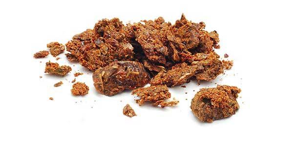 Propoli grezza -  una miscela resinosa, di colore marrone che le api raccolgono da fonti botaniche